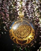 orgonit, orgonitový šperk, sri yantra, srí jantra, posvátná geometry, symbol, granát, energie, sowulo, šperky, náhrdelníky, alternativa, alternativní, léčivý, ezoterický